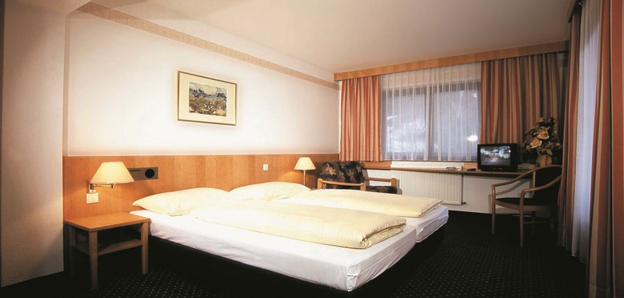 Hotel Bon Alpina, Igls, Austria - Standard twin bedroom.jpg